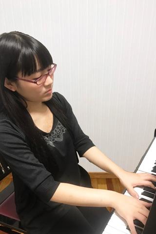 ピアノ講師・仲本華奈子